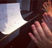 Clap at the piano